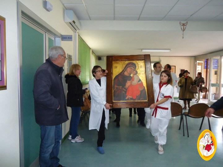 La Madonna dell'Elemosina visita l'Ospedale di Biancavilla