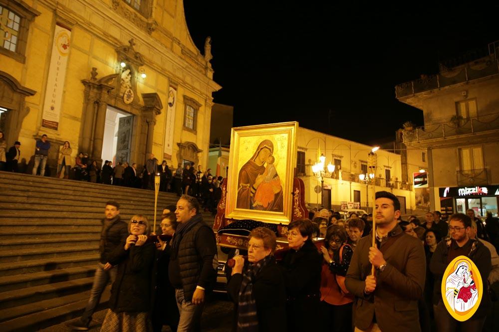Processione con la Madonna dell'Elemosina nella festa della Divina Misericordia