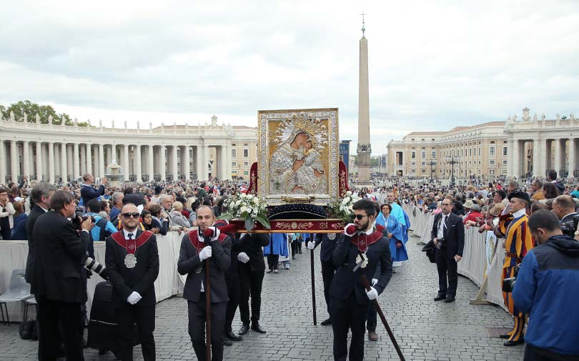 La Madonna dell'Elemosina in Piazza S. Pietro per il Giubileo Mariano